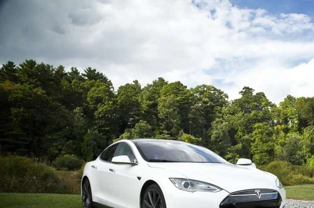 gujarat-makes-strong-pitch-to-tesla-for-setting-up-a-base-in-the-state